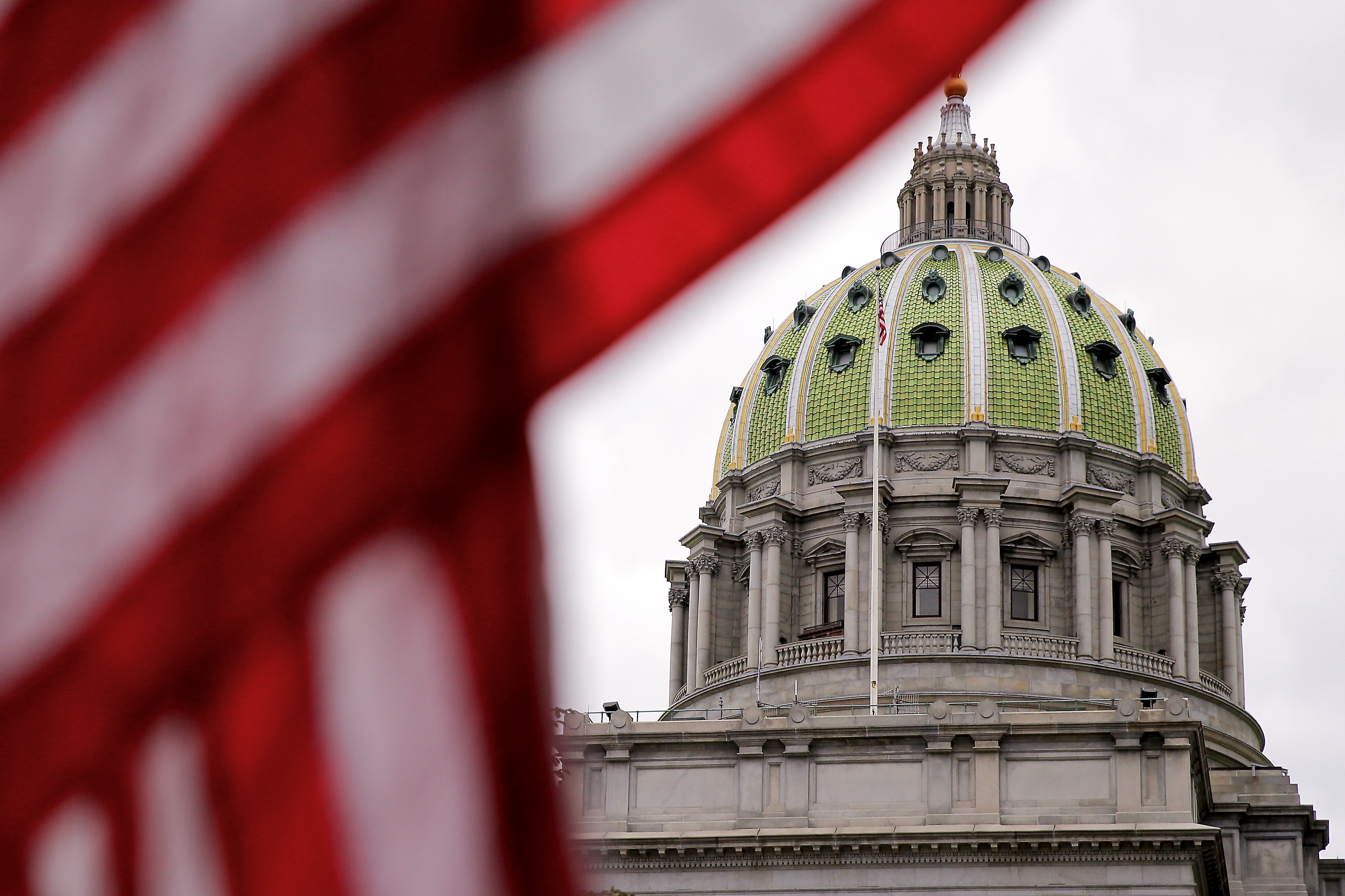 What are the polling hours in Pennsylvania?