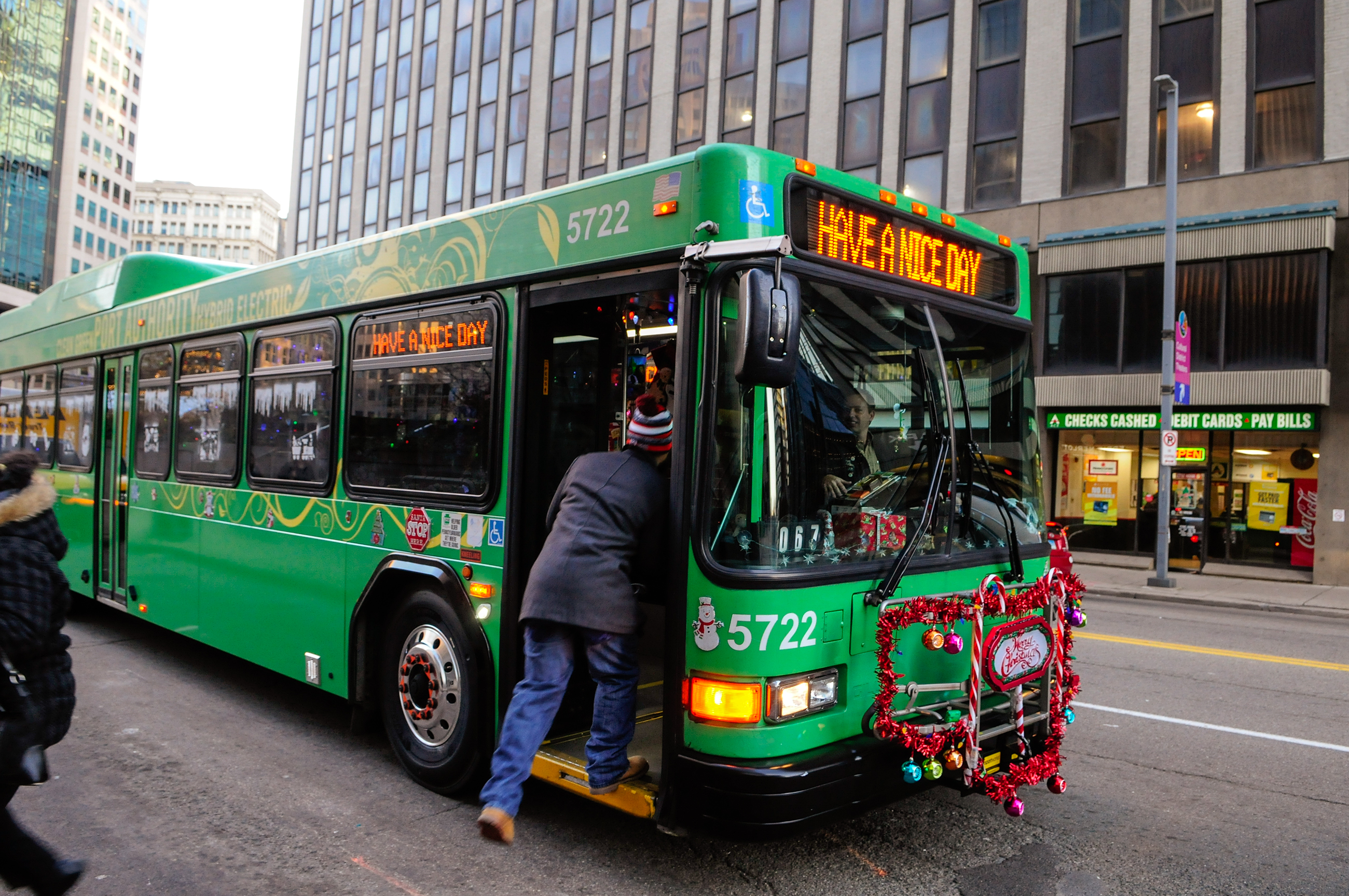 Christmas bus rolls through the 39 burgh to put passengers in 39 better spirits 39 pittsburgh post - Port authority pittsburgh ...