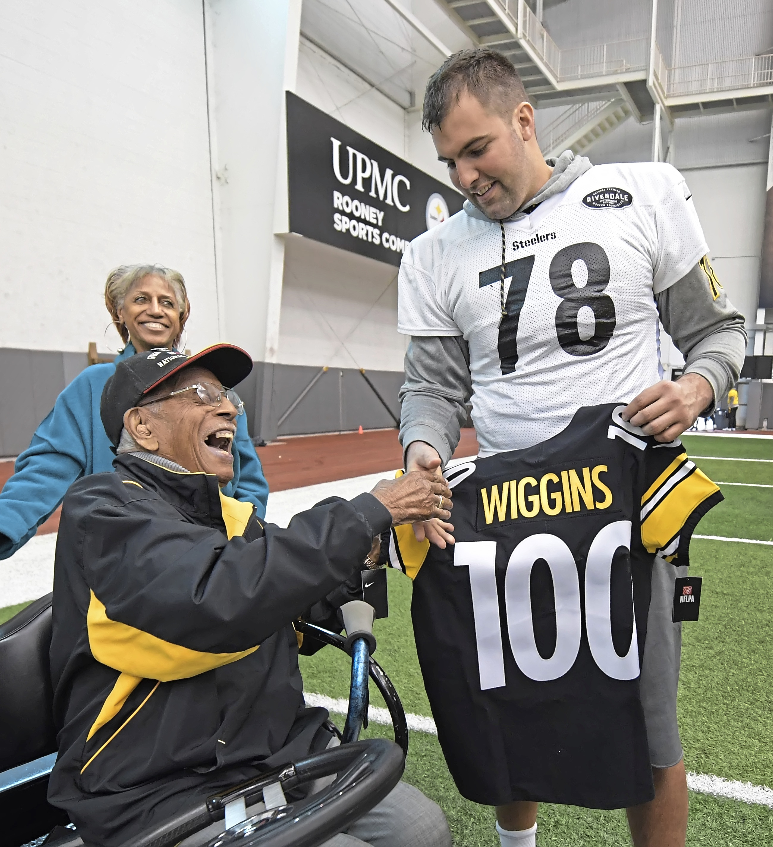 huge discount ea239 3fc15 Steelers honor 100-year-old veteran with No. 100 jersey ...