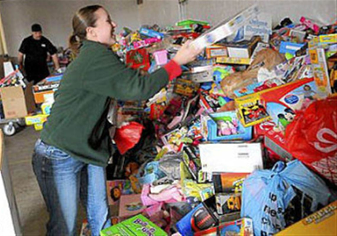 Toys For Tots Volunteer : Hundreds of volunteers help goodfellows toys for tots