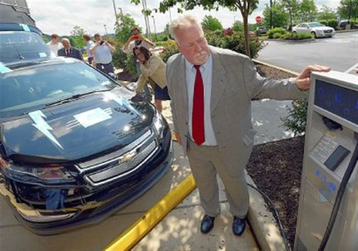 pennsylvanians push for more electric vehicle charging stations rick price executive director of the nonprofit pittsburgh regional clean cities watches an electric