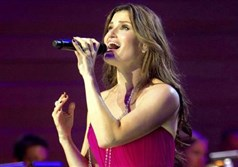 Idina Menzel will sing at the Benedum Center at 8 p.m. Tuesday.