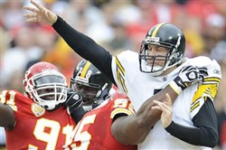 Pittsburgh Steelers quarterback Ben Roethlisberger is pressured by Chiefs defensive linemen Ron Edwards and Tamba Hali in a game against the Chiefs in Kansas City.