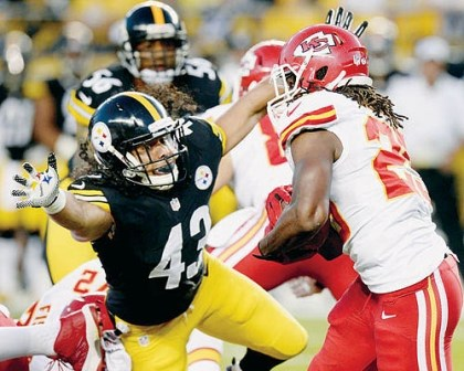 Kansas City Chiefs running back Jamaal Charles, right, needs 50 yards for 1,000 on the season. He'll be key to the offense during today's game against the Steelers at Heinz Field. Kickoff is at 1 p.m.