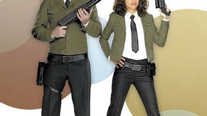 "112602_d_0001_500.jpg Matt Keeslar as Middleman and Natalie Morales as Wendy star in ""The Middleman"" on ABC Family."