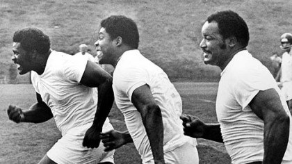 40-yard dash in 1976 From left to right, running a 40 yard dash are the Steelers' Joe Greene, Dwight White and Ernie Holmes.