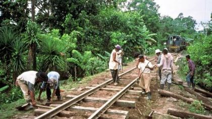 A track gang A track gang replaces ties near Puerto Barrios, Guatemala. In December 1999, commercial service was restored from Guatemala City, to the Atlantic ports of Puerto Barrios and Puerto Santo Tomas.