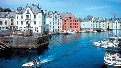 Alesund Alesund is one of the 34 stops on the Hurtigruten Cruise Lines itinerary.