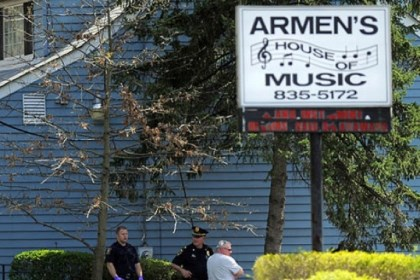 armen Bethel Park police and Allegheny County homicide detectives investigate a death Saturday at Armen's House of Music in Bethel Park.
