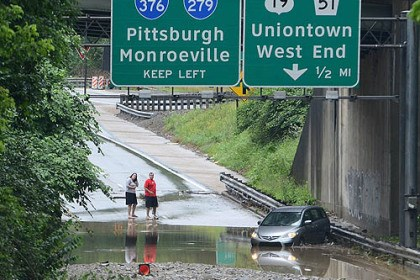 banksville minvan flooding A minivan was stranded in flood waters on Banksville Road near the ramp to the Parkway West.