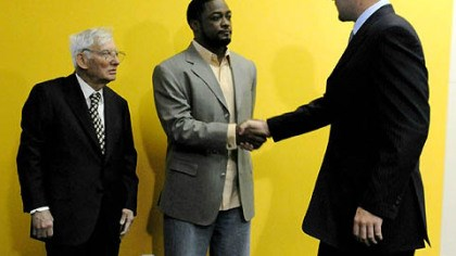 Ben Roethlisberger photo Steelers quarterback Ben Roethlisberger, right, greets coach Mike Tomlin and team owner Dan Rooney at the press conference to announce Roethlisberger's contract extension.