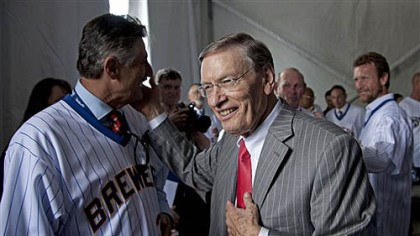 Bud Selig Major League Baseball commissioner Bud Selig talks to former players including Rollie Fingers, left, and Robin Yount, right, before a ceremony to unveil a statue of Selig outside Miller Park on Tuesday, in Milwaukee. Selig is the former owner of the Milwaukee Brewers.