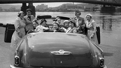 Buick convertible After America emerged from World War II, middle-class living standards rose steadily, driven by pent-up demand for housing, appliances and cars. It's all captured in this 1952 scene on the Allegheny, as several women gathered for lunch around their shiny Buick convertible.