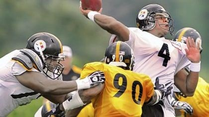 Byron Leftwich Byron Leftwich drops back to pass during team drills at training camp Thursday in Latrobe.