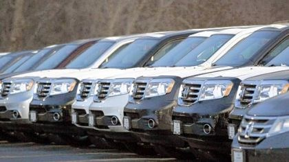 car sales up Honda Pilots at a lot in Des Plaines, Ill., early last month. Analysts predict a stronger economy, low interest rates and competitive new products to push sales higher this year.