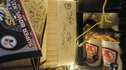Chef's hat A chef's hat that was signed by former Steelers wide receiver Antwaan Randle El.