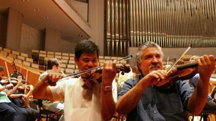 Christopher Wu and Andres Cardenes Pittsburgh Violinist Christopher Wu, left, and concertmaster Andres Cardenes warm up in May 2009 at the National Centre for the Performing Arts in Beijing.