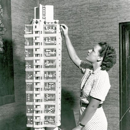 Cornelia Brierly with Broadacre City tower model Cornelia Brierly with the Broadacre City tower model.