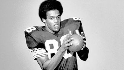 Dave Smith Dave Smith was a mostly nondescript Steelers receiver from 1970-72, but it only took one play for him to be remembered forever.