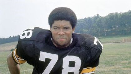 "Dwight White, 1975 A 1975 file photo of Pittsburgh Steelers defensive end Dwight White, the Steel Curtain defensive end known as ""Mad Dog"" who helped lead the Pittsburgh Steelers to four Super Bowl titles in the 1970s."