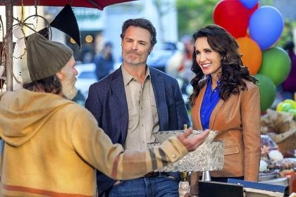 "Dylan Neal and Andie MacDowell Dylan Neal, center, and Andie MacDowell star in Hallmark's first original scripted series, ""Debbie Macomber's Cedar Cove."""