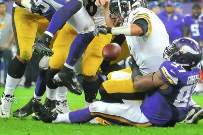 Everson Griffen and Ben Roethlisberger The Vikings' Everson Griffen sacks and recovers a fumble by Steelers quarterback Ben Roethlisberger in the final seconds of the fourth quarter. Roethlisberger was sacked five times Sunday by the Vikings at Wembley Stadium in London.