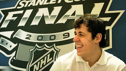 Evgeni Malkin Evgeni Malkin: Is that a Russian smile or an American smile?