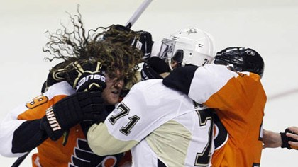 Evgeni Malkin and Flyers' Scott Hartnell Evgeni Malkin (71) and the Flyers' Scott Hartnell get tangled up during a fight in the third period Sunday in Philadelphia.