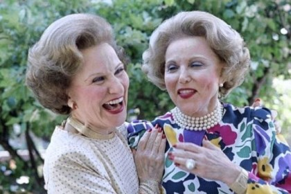 famous advice columnist The recent death of advice columnist Abigail Van Buren, left, which followed her twin sister Ann Landers' death by 11 1/2 years, raises an age-old question: If twins are identical, with exactly the same genome and cells, why don't they die of the same disease at the same age?