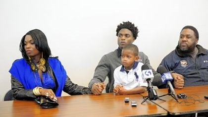 Foster.jpg Robert Foster, center, with his brother Dior Adams, 6, holds hands with his mother, Sherrice Clements, left, and his father, Robert Foster II, at a news conference Friday to announce his decision to attend Alabama next season.