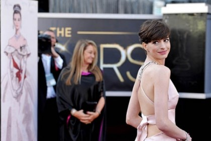 hathaway arrives Actress Anne Hathaway, who later won for supporting actress, arrives at the Oscars.