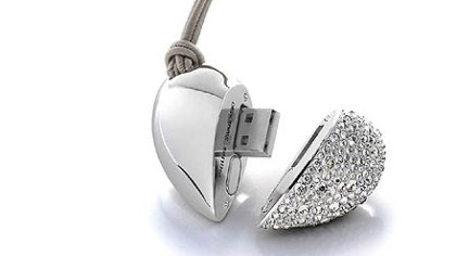 Heart Beat USB drive necklace The Heart Beat Active Crystals 1 GB USB Drive by Philips Electronics and Swarovski can be worn as a sparkly necklace.