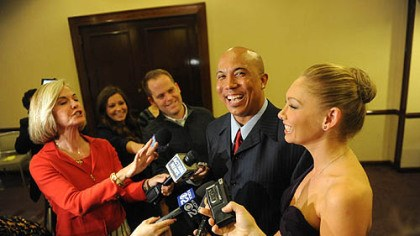 Hines and Kym and media Hines Ward and Kym Johnson meet with Pittsburgh media.