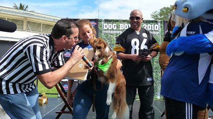 Hines Ward Hines Ward looks on as the runner-up dog from Thursday's Dog Bowl is attended to. Ward was a host at Dog Bowl 2010: Touchdown Treats Championship, presented by Hill's Science Diet.