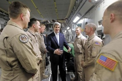 John Kerry speaks with flyboys Secretary of State John Kerry speaks Sunday with members of the U.S. Air Force 816 Expeditionary Airlift Squadron aboard a C-17 aircraft bound for Baghdad in Amman, Jordan.