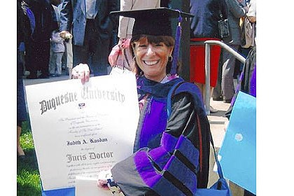 Judi Kasdan Judi Kasdan graduated from the Duquesne University School of Law in 2003 when she was in her late 50s.