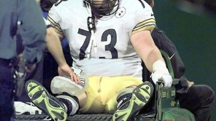 Justin Strzelczyk Former Pittsburgh Steelers right tackle Justin Strzelczyk died after driving his car into a tanker truck after leading police on a 40-mile high-speed chase in 2004.
