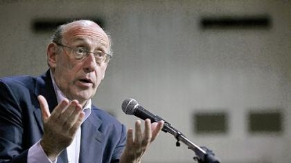 Kenneth Feinberg Kenneth Feinberg says he will never get used to stories of people's pain, despite years handling 9/11 claims and an Agent Orange lawsuit.