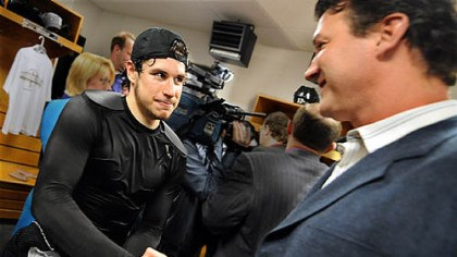 Lemieux Penguins Sidney Crosby is congratulated by owner Mario Lemieux.