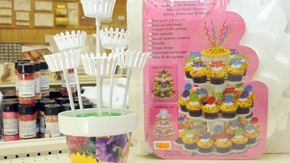 """Make-A-Cake"" cupcake bouquet ""Make-A-Cake"" store in Ross."