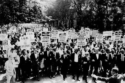 Martin Luther King Jr. leads marchers, 1963 The marchers, Aug. 28, 1963, with Martin Luther King Jr. at center.
