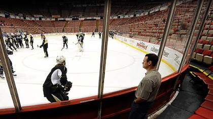 Mayor Luke Ravenstahl Pittsburgh Mayor Luke Ravenstahl took in the Penguins' morning skate yesterday at Joe Louis Arena in Detroit.