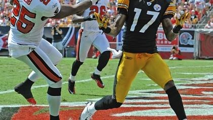 Mike Wallace Steelers wide receiver Mike Wallace caught two touchdown passes against the Buccaneers Sunday.