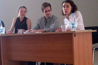 new snowden picture This image by Human Rights Watch shows Edward Snowden, centre, at a press conference at Moscow's Sheremetyevo Airport with Sarah Harrison of WikiLeaks (left).