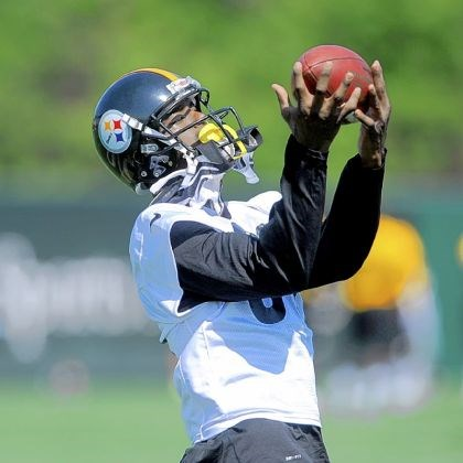 Plaxico Burress makes a catch Plaxico Burress makes a catch last week during OTAs on the South Side.