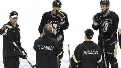 practice Penguins head coach Dan Bylsma (left) calls a drill during the team's practice for tonight's Game 5.