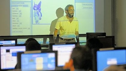 Professor Daniel Mosse Professor Daniel Mosse uses ALICE, an instructional software program using three-dimensional animation, to make his introduction to computer programming class more accessible to non-computer science majors at the University of Pittsburgh last week.