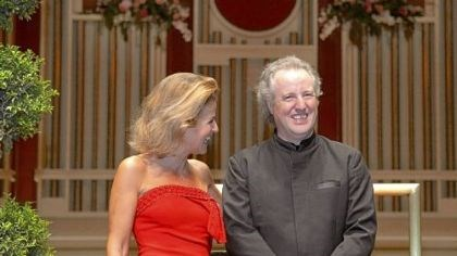 PSO's Music du Monde The Pittsburgh Symphony Orchestra's Music du Monde gala brought internationally renowned violinist Anne-Sophie Mutter here for a special concert conducted by maestro Manfred Honeck.