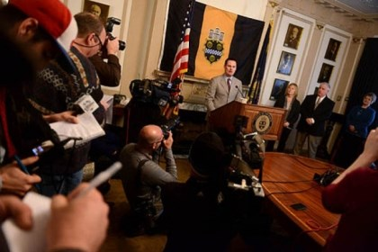 ravenstahl presser reportesr Reporters and photographers swarm Mayor Luke Ravenstahl during a press conference.