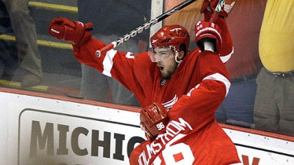 Red Wings beat Chicago Detroit's Darren Helm, top, celebrates scoring the game-winning goal against the Chicago Blackhawks in overtime of Game 5 of the NHL hockey Western Conference finals last night in Detroit.